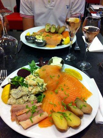 """Olsen Butik : Une assiette qui """"nourrit"""" au sens noble du terme, qui réjouit aussi bien les papilles que l'esp"""