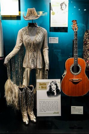 Country Music Hall of Fame and Museum : COSTUME COUNTRY