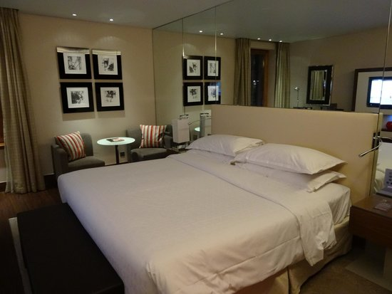 Sheraton Grand Hotel & Spa: Bedroom