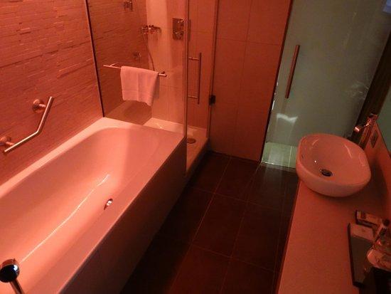 Sheraton Grand Hotel & Spa: Bathroom
