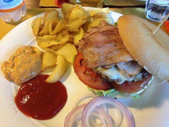The Celtic Pub Mestre: Hamburger e patatine