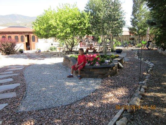 Poncha Lodge: Caleb enjoying the Court Yard