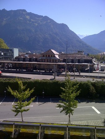 Hotel Du Lac: View from my balcony. Pink building is the train station: Interlaken OST