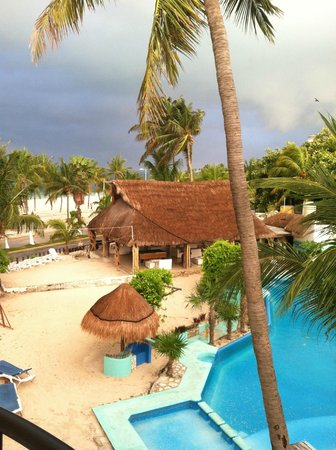 Hotel Posada Del Mar: View of the palapa area from our room # 332