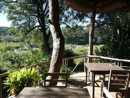 Bua River Lodge: Restaurant/ Lounge