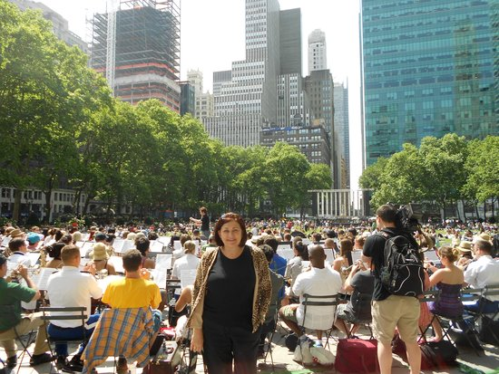 Bryant Park Grill : Musical entertainment at Bryant Park