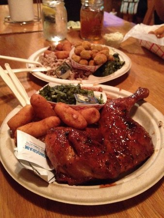 Woodlands Barbecue and Pickin Parlor: BBQ chicken!