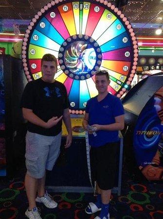 Rockin' Raceway Arcade: spin the wheel