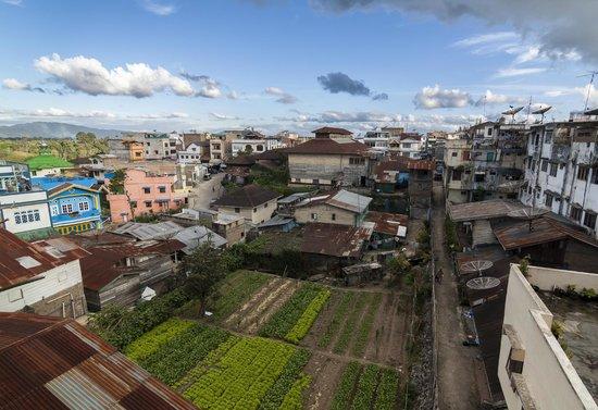 Wisma Sibayak Guest House: Vue de la terrasse 1