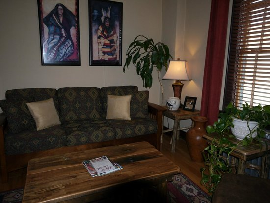 Murray Hotel: Living Room