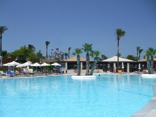 Grecotel Kos Imperial Hotel: daytime besides one of several pools