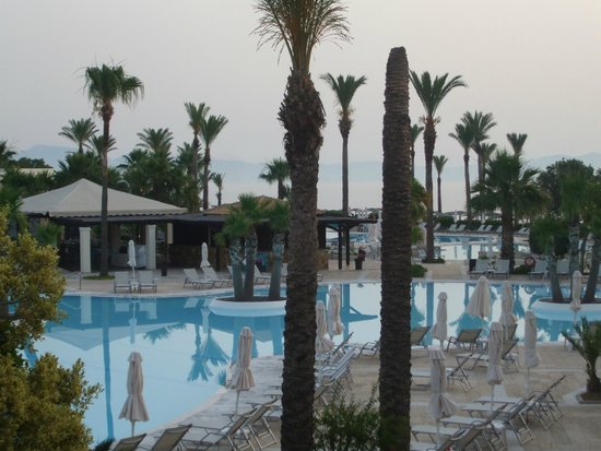 Grecotel Kos Imperial Hotel: Evening by one of several the pools
