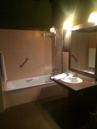 Hotel Convento del Giraldo: Baño Habitación 1104