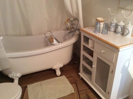 Les Petites Vosges: Bathroom