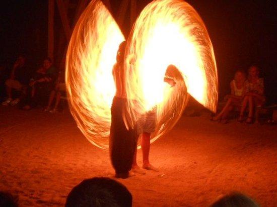 Tiran Island Hotel: Fire-шоу на пляже