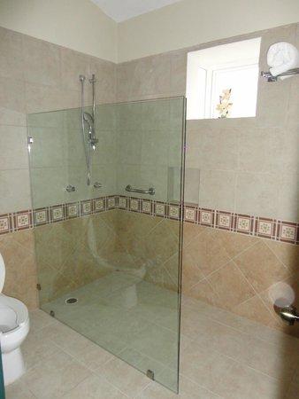 Hotel Villa Mercedes: bagno camera doppia