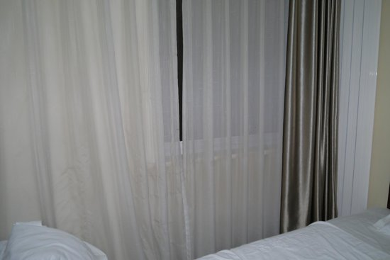 Beijing Dajiaoting International Business Hotel: The Dirty Curtains