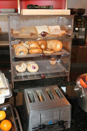 Country Inn & Suites By Carlson, Dallas-Love Field (Medical Center) : Bread / Bagels / Danishes