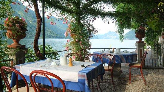 Hotel Stella d'Italia: Seeterasse mit Blick seeabwärts