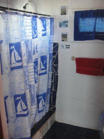 Hostal Galapagos: Baño de la suite