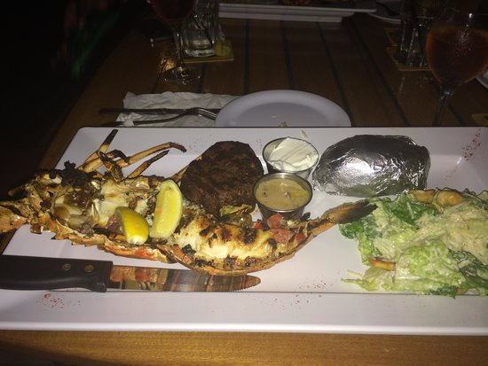 Skipjack's Seafood Grill, Bar & Fish Market: Surf and Turf. Half of my 3.5lb lobster, FIlet Mignon, Salad and a potato.