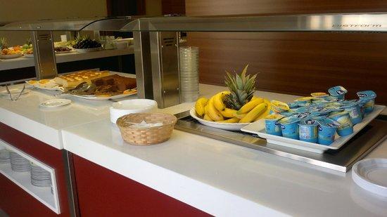 Protur Roquetas Hotel & Spa: desayunos y meriendas en  la piscina