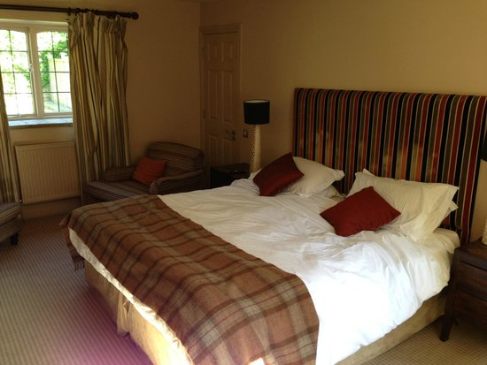 The Slaughters Country Inn : Soft comfortable bed