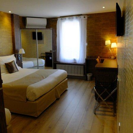 Hôtel Le Provençal : chambre triple