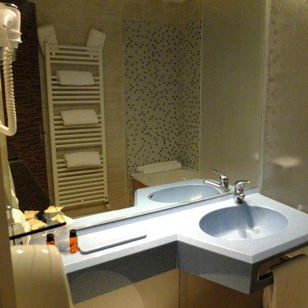 Hôtel Le Provençal : salle de bain
