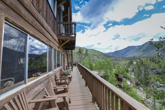 Shadowcliff Lodge: Our Deck surrounds the Lodge