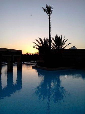 Club Marmara Madina : Une des piscines au coucher du soleil