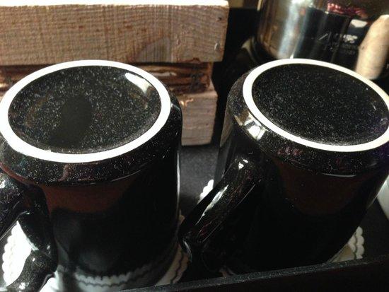Eagle Ridge Resort & Spa: dirty mugs