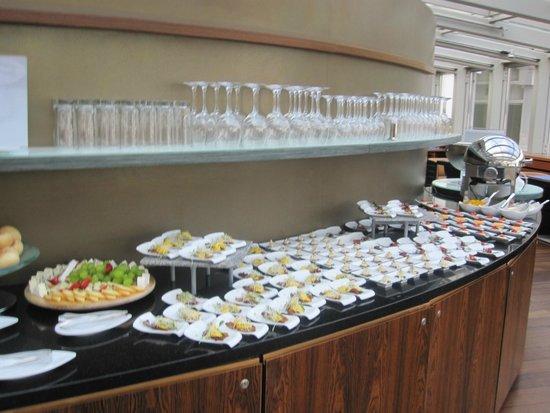Sheraton Sopot Hotel: Ettermiddagssnacks i club-avdelingen
