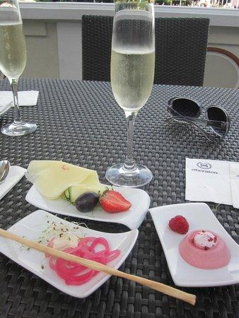 Sheraton Sopot Hotel: Småsnacks og musserende i club-avdelingen