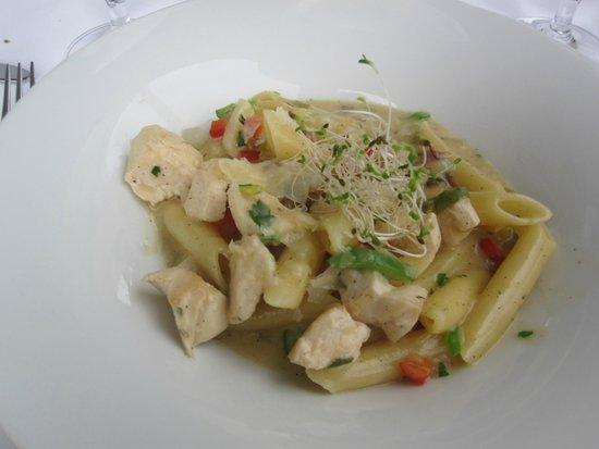 Sheraton Sopot Hotel: Fra bufféten-pasta lagd med vårt valg av tilbehør og saus