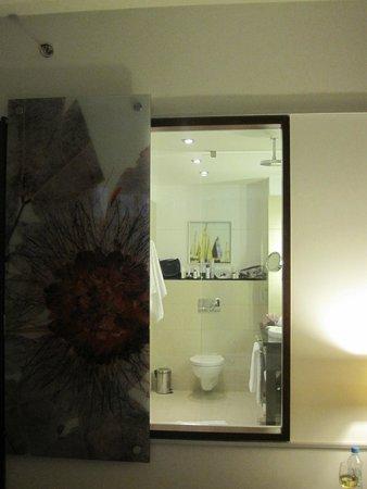 Sheraton Sopot Hotel: Vindu mellom rom og bad