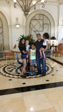 Hilton Naples : My lovely family in lobby