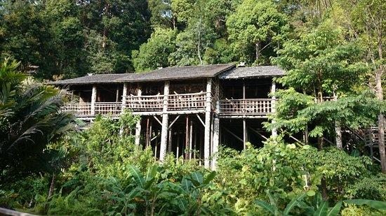 Village culturel Sarawak : High up, look at the pillars