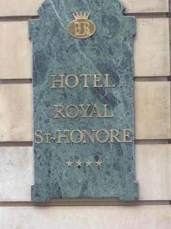 Hotel Royal Saint-Honore : Hotel sign