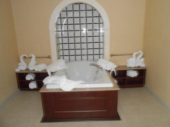 Hilton Garden Inn Dayton Beavercreek: Whirlpool tub