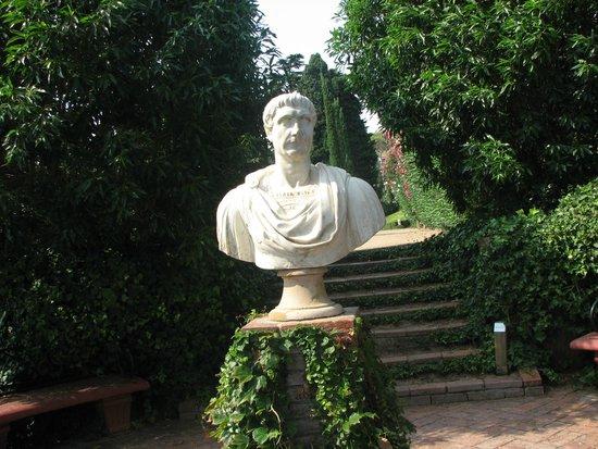 Jardin Santa Clotilde : Немного напоминает Петергоф