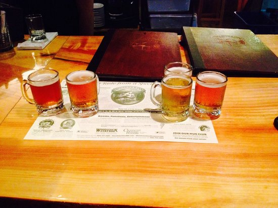 Woodstock Inn Station & Brewery: They do flights beer!!!!