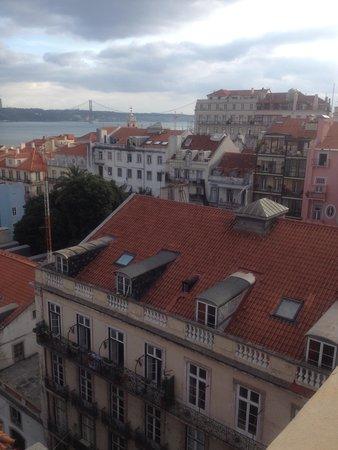 vanaf het dakterras hotel Bairro Alto