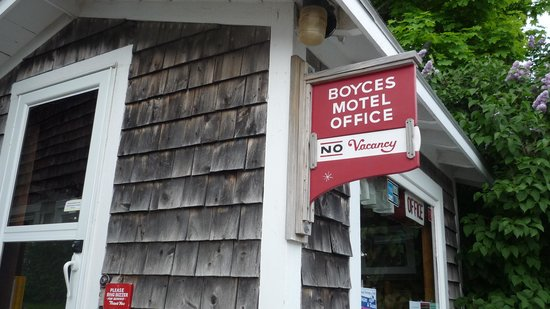 Boyce s Motel: the no vacancy sign