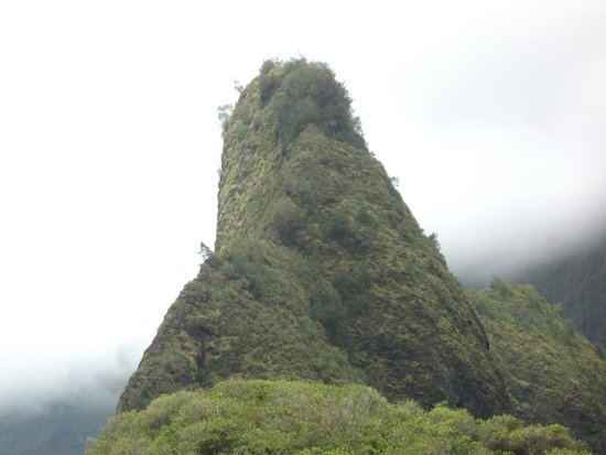 Iao Valley State Monument : THE NEEDLE
