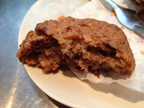 Flour Bakery & Cafe: chunky lulu cookie