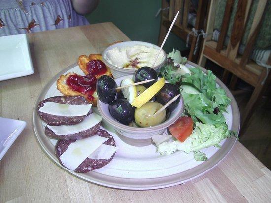 Laila's Bistro: Mezze platter for two
