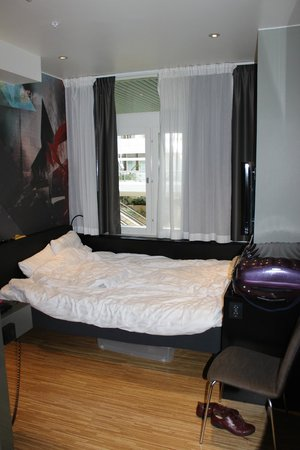 Comfort Hotel Stockholm : lit contre le mur sur 3 côtés...