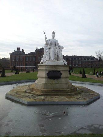 Hyde Park : Памятник королеве Виктории
