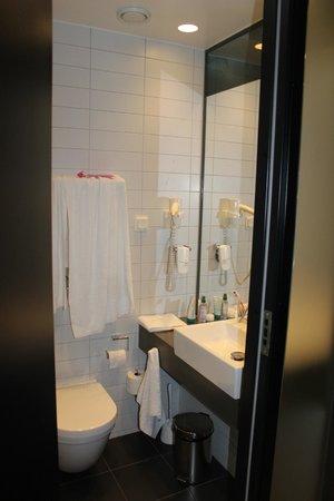 Comfort Hotel Xpress Stockholm Central: plancher chauffant dans la salle de bain...